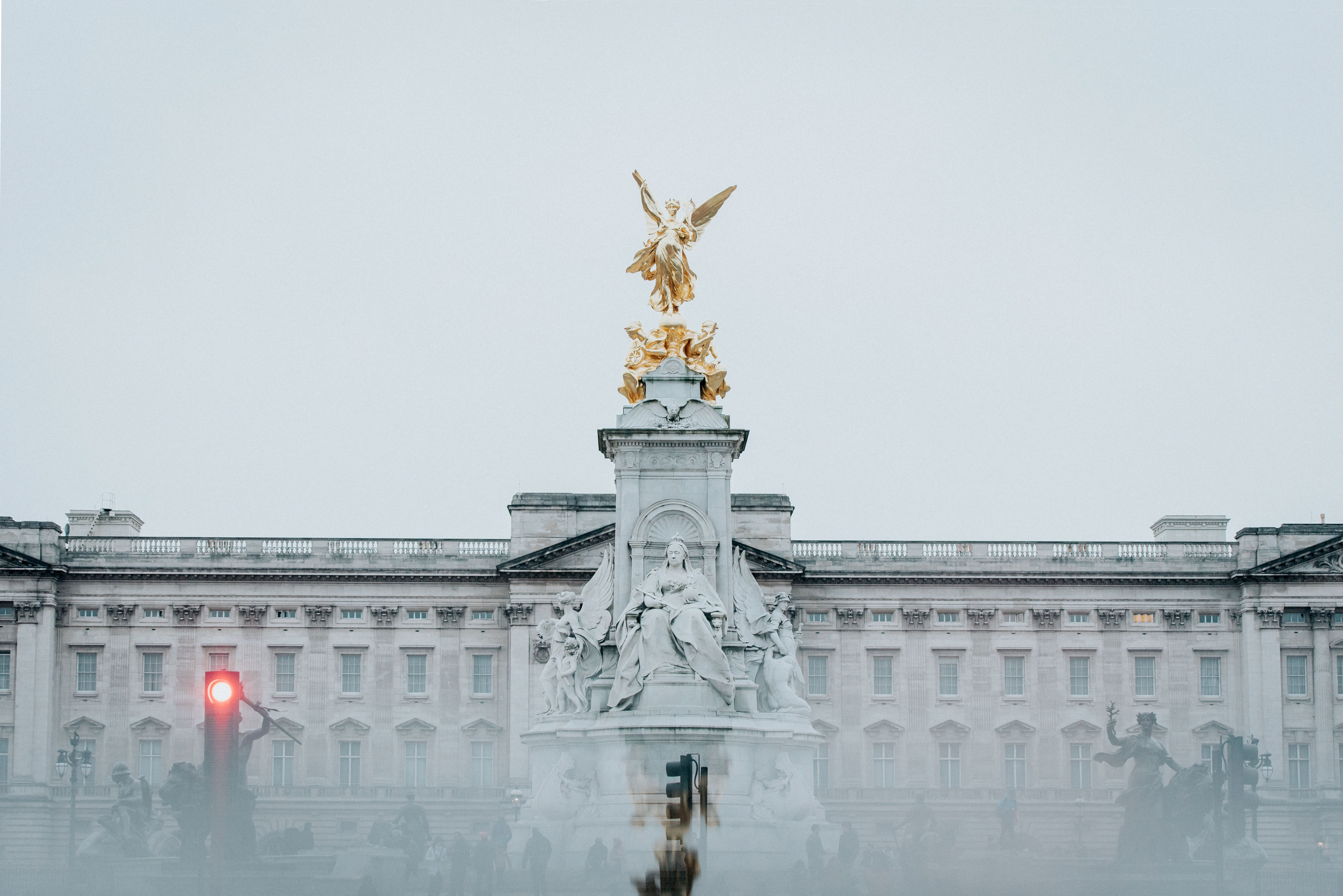 buckingham palace - Photo by Lea Fabienne on Unsplash